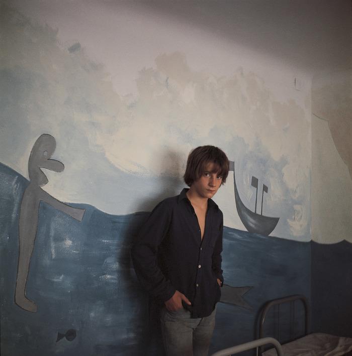 bernard faucon pierre devant la fresque