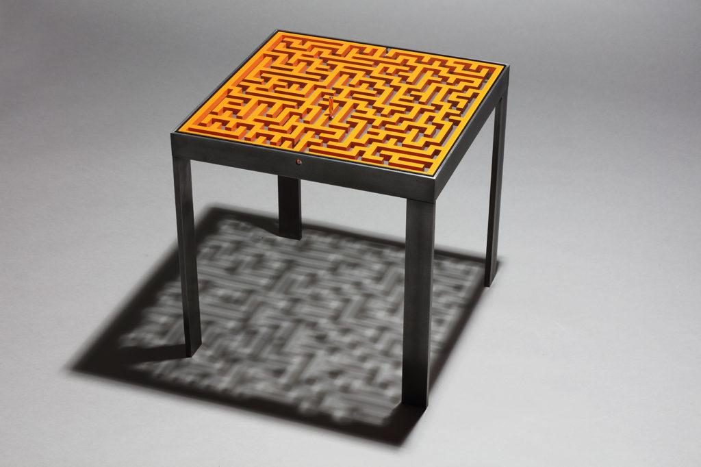 Table labyrinthe metal
